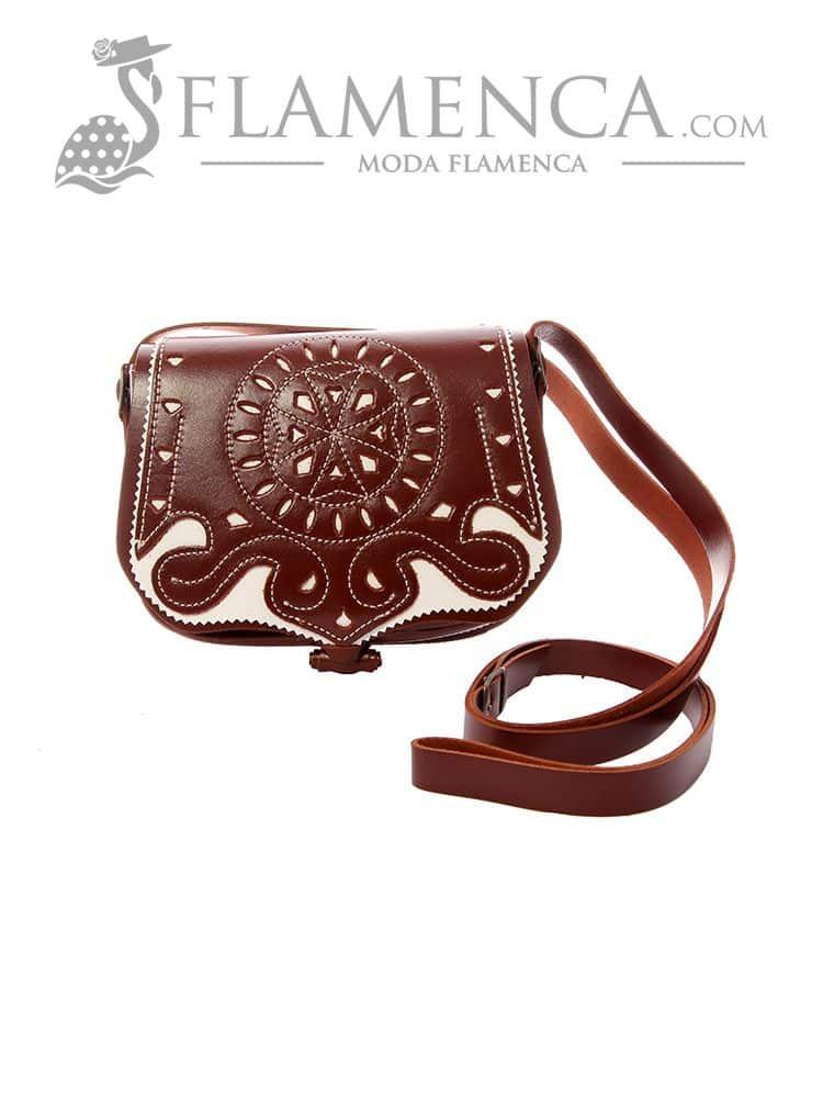 dfb6693c5 Bolso bandolera señora piel picado marrón fondo blanco | Flamenca