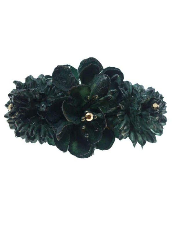 Broche de flamenca con flores de tela verde oscuro con reflejo dorado