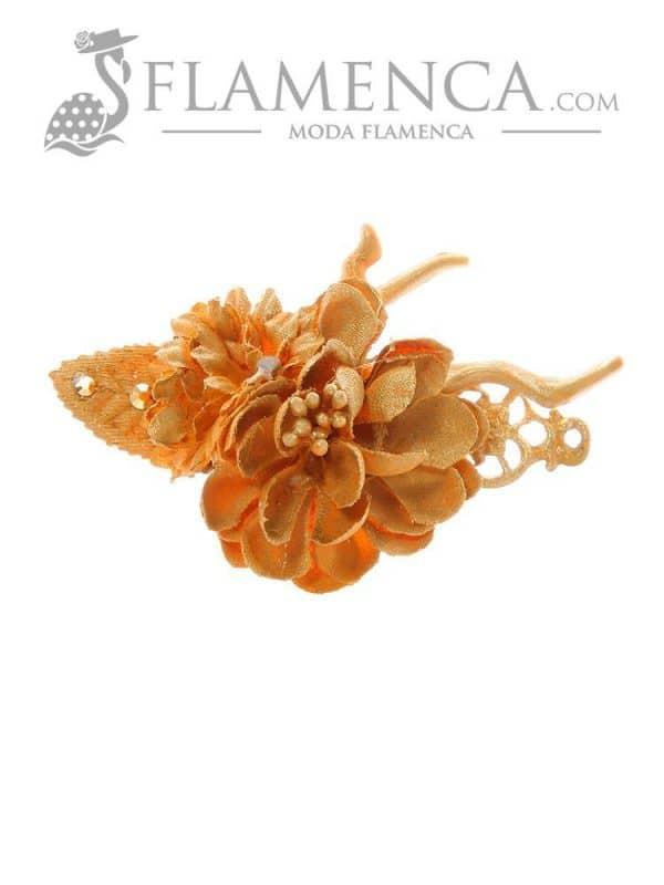 Broche de flamenca de flores de tela ocre con reflejos oro