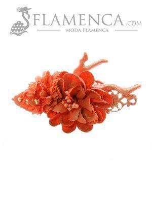 Broche de flamenca de flores de tela salmón con reflejos oro