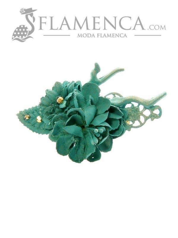 Broche de flamenca de flores de tela verde agua con reflejos oro