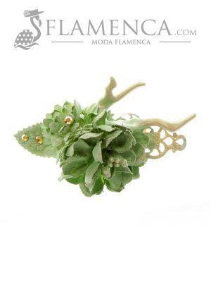 Broche de flamenca de flores de tela verde pálido con reflejos oro