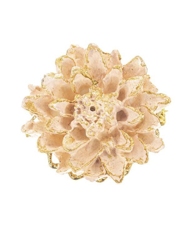 Broche de flamenca de porcelana color beige con reflejos dorados