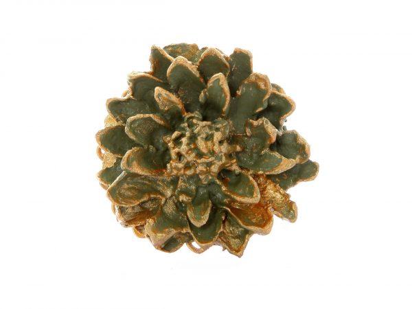 Broche de flamenca de porcelana color verde antiguo con reflejos dorados