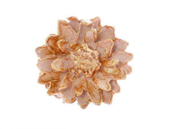 Broche de flamenca de porcelana rosa con reflejos dorados