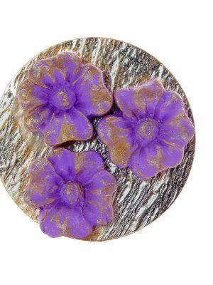 Broche de porcelana color lila con reflejos dorados