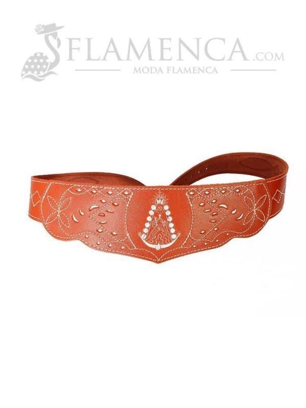 Cinturón fajín de niña en piel picado virgen del rocío cuero con fondo blanco