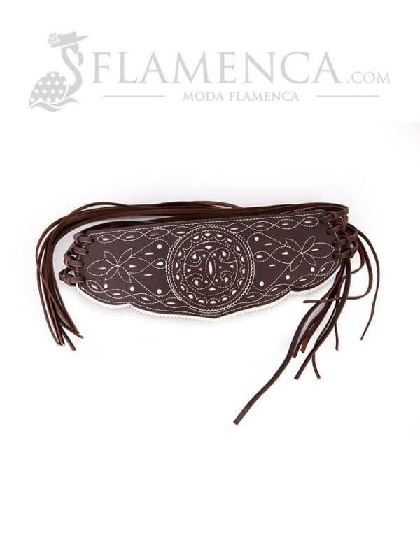 Cinturón fajín de señora en piel picado marrón engrasado con fondo blanco