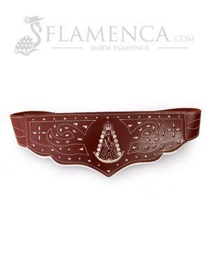 Cinturón fajín de señora en piel picado virgen del rocío marrón con fondo blanco