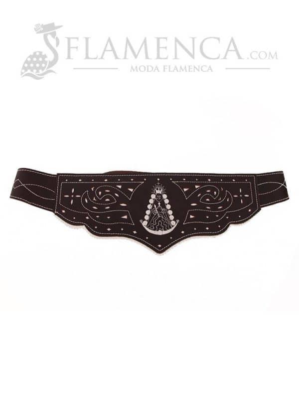 Cinturón fajín de señora en piel picado virgen del rocío marrón engrasado con fondo blanco