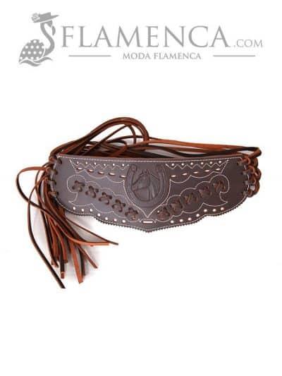Cinturón fajín trenzado señora marrón engrasado fondo blanco