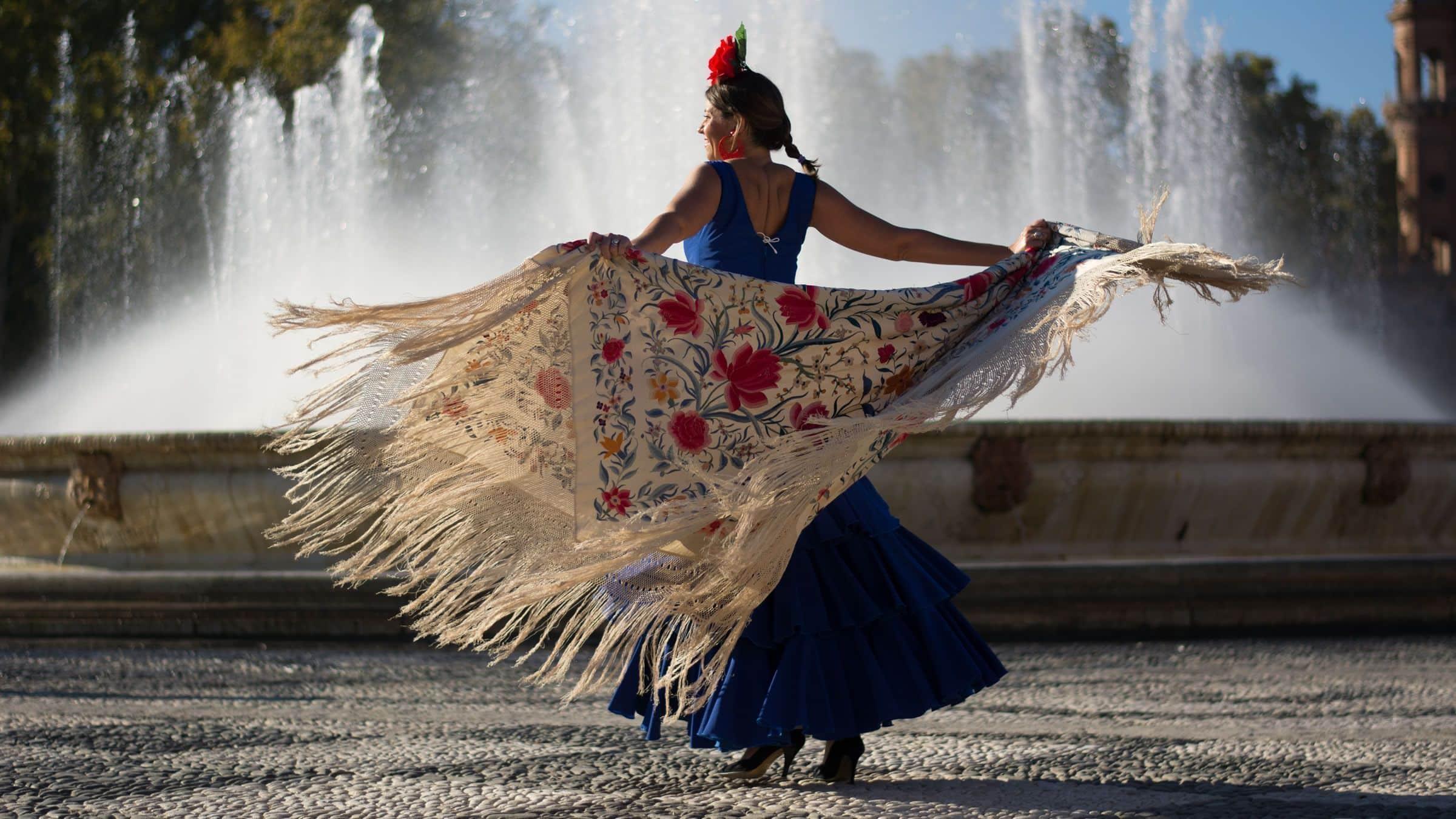 Mantones de flamenca: ¿Cómo se colocan?