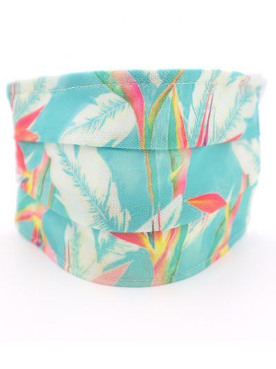 Mascarilla con estampado tropical