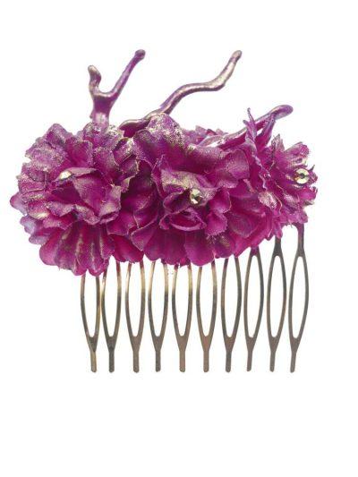 Peinecillo de flamenca mediano con coral y flores de tela buganvilla con reflejo dorado
