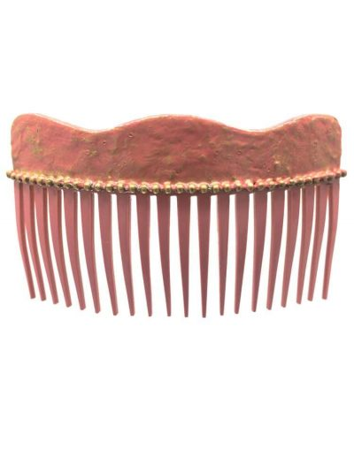 Flamenca wave comb with cracked make-up tone and golden highlights