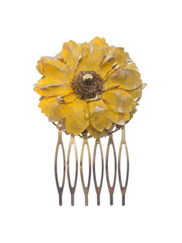 Peinecillo de flamenca pequeño con flor de tela mostaza y reflejos dorado