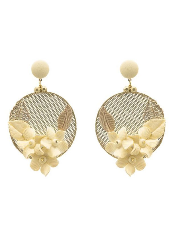 Pendiente de flamenca aro con piedras doradas y flor de porcelana marfil