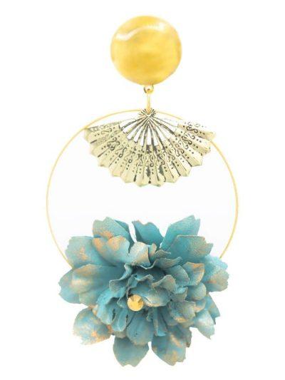 Pendiente de flamenca aro dorado con detalle abanico y flor de tela celeste