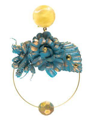 Pendiente de flamenca aro dorado con detalle bolo y flor de tela color ducado