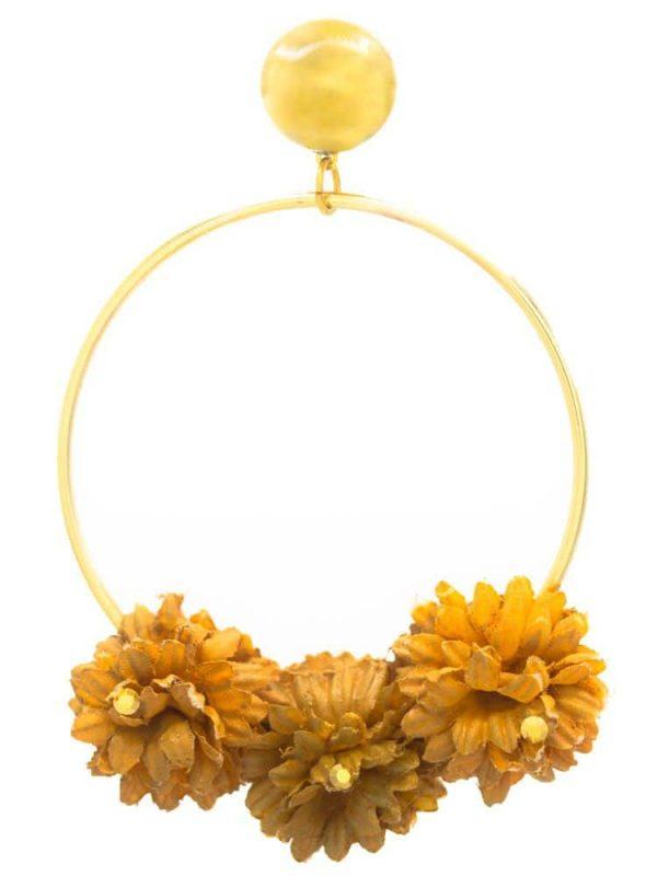 Pendiente de flamenca aro dorado con flor de tela mostaza y reflejos dorados