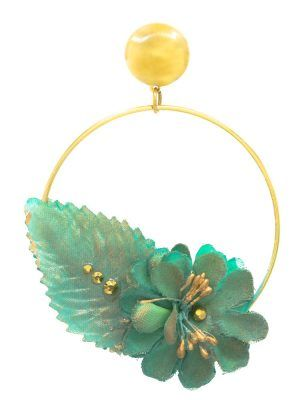Flamenco earring in the shape of a hoop and golden stud with water-green fabric flower with golden highlights. Details of golden metallic balls. Omega closure. Measures: 65 x 65 mm (without head). Handmade in Seville.