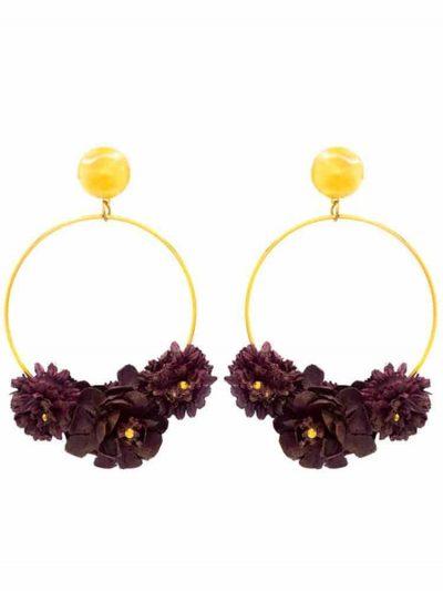 Pendiente de flamenca aro dorado con flores de tela morado oscuro y reflejos dorados