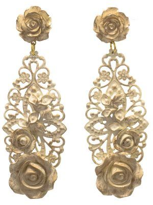 Beige flamenco earring with gold highlights