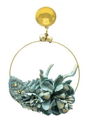 Pendiente de flamenca de flores ducado antiguo con reflejos dorados