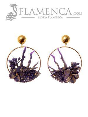 Pendiente de flamenca de flores morado con reflejos oro
