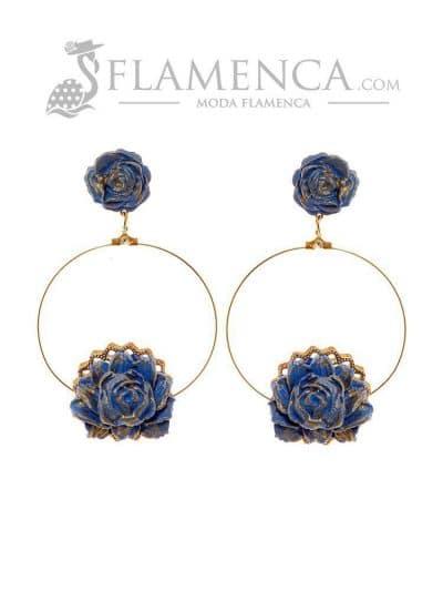 Pendiente de flamenca de flores porcelana azul ducado y reflejos oro