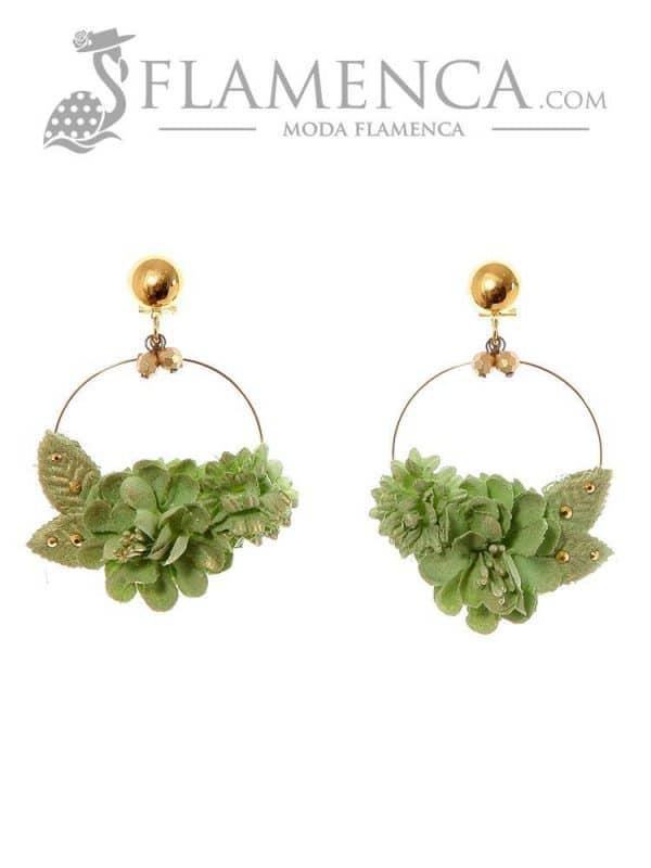 Pendiente de flamenca de flores verde pálido con reflejos oro