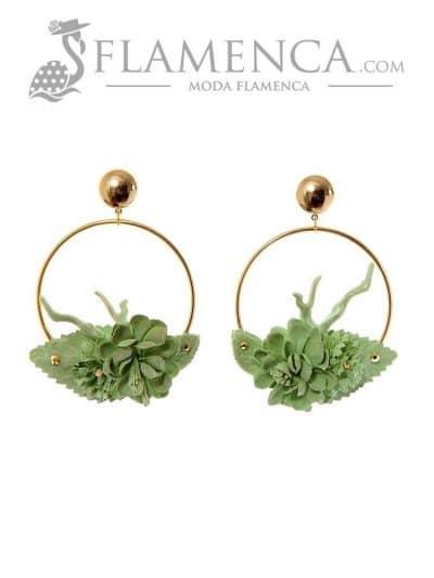Pendiente de flamenca de flores verde pálido y reflejos oro