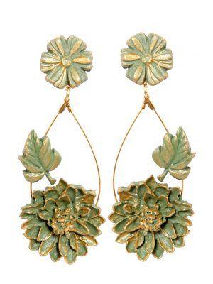 Pendiente de flamenca de porcelana color verde antiguo con reflejos dorados