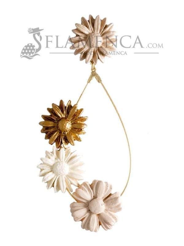 Pendiente de flamenca de porcelana en tonos beige degradé y oro