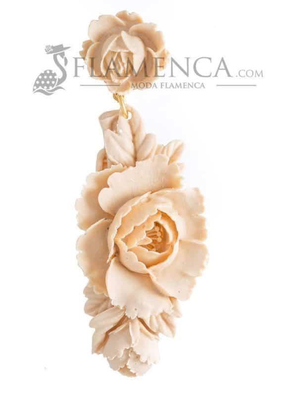 Pendiente de flamenca de resina beige