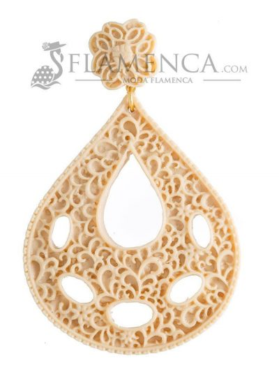 Beige resin flamenco earring
