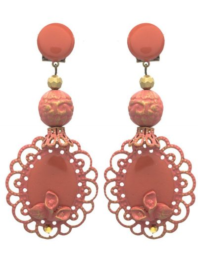 Enameled flamenco earring makeup with golden highlights