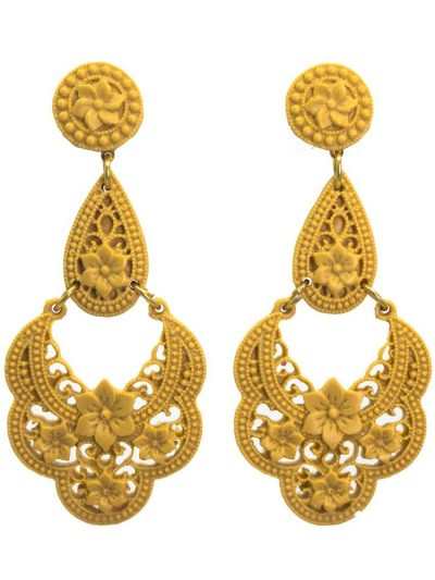 Flamenco earring of filigree camel resin