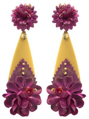 Flamenca earring in the shape of a tear, detail of fabric flower on its stud and tear with metallic ball in bougainvillea tone and golden reflections.Measures: 80 x 30 mm (without head). Handmade in Seville.