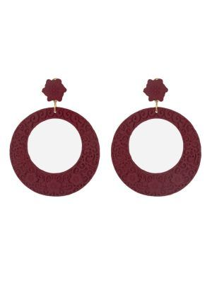 Flamenco resin hoop earring with burgundy filigree