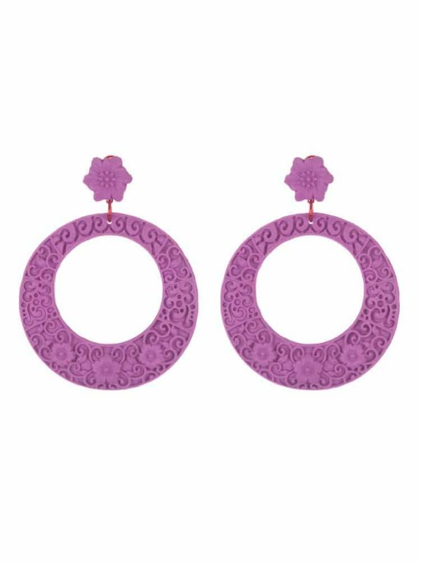 Flamenco resin hoop earring with antique mauve filigree