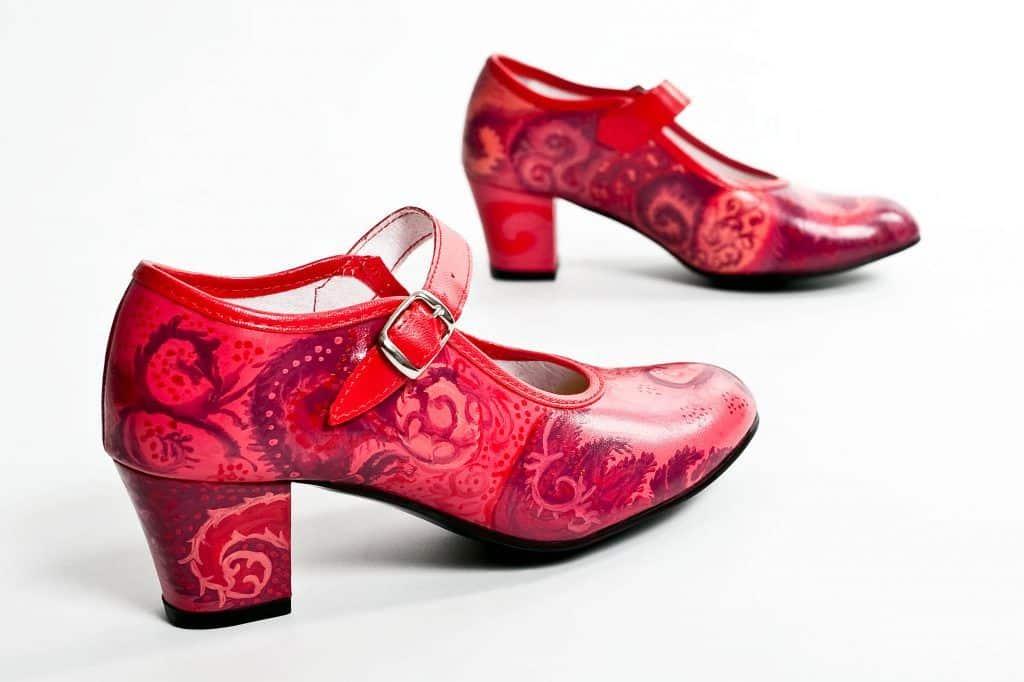 Traje de flamenca y tacones: Una combinación perfecta